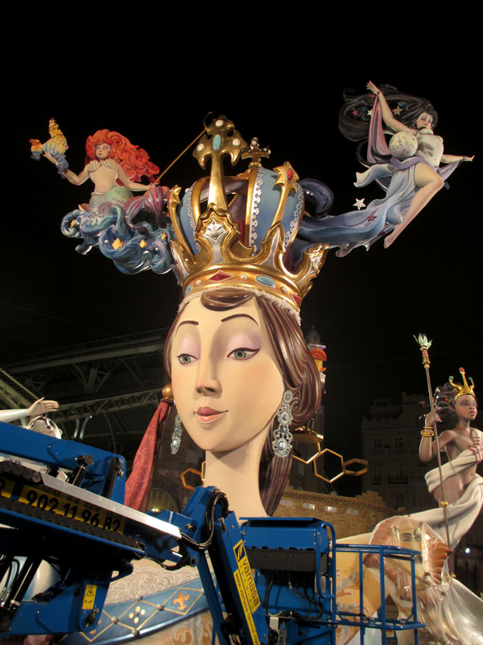 Falla Conde de Salvatierra. Artista: Javier Álvarez Salas-Salinas. Lema. Love a la reina. Sección 1ª B.