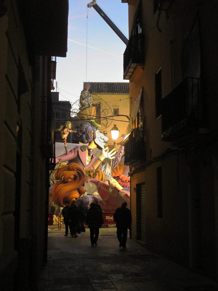 Falla Plaza del Pilar desde la Calle Roger de flor.